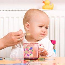 Bebe refuza mancarea solida? Iata care pot fi cauzele si ce masuri sa iei