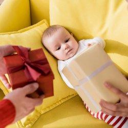 Idei de cadouri pentru nou-nascuti si bebelusi