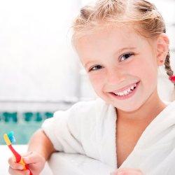 Iti doresti ca puiul tau sa aiba dinti frumosi si sanatosi? Afla cum ii poti oferi copilului un zambet sclipitor!