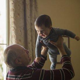Momente magice alaturi de bunici – legatura unica intre copil si bunicii sai