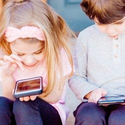 Cum influenteaza gadgeturile dezvoltarea copiilor