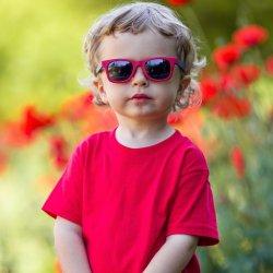 Pot imbraca baietelul in rosu?