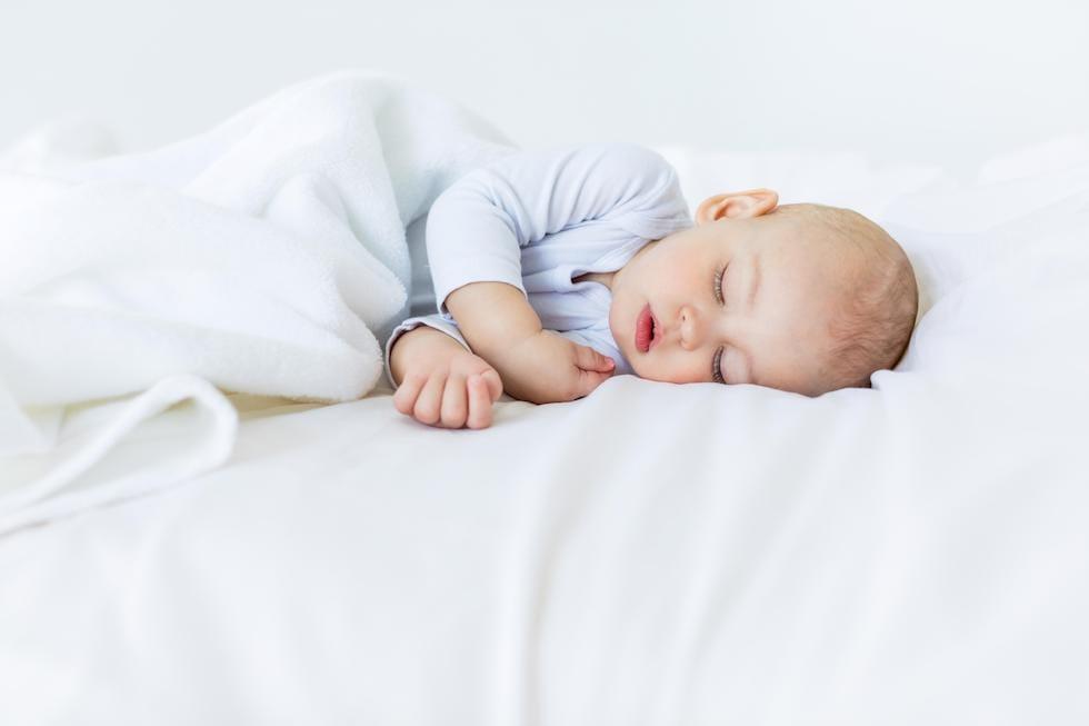 Bebe-mic-doarme-linistit