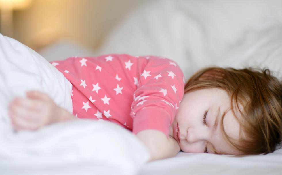 fata care doarme linistita