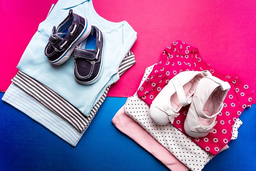 Hainute roz pentru fetite si albastre pentru baieti
