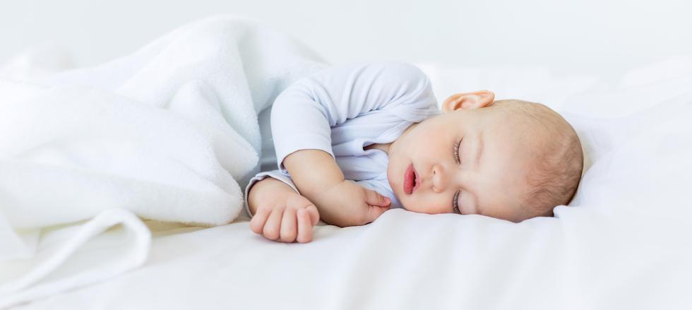 Bebelus nou nascut doarme linistit