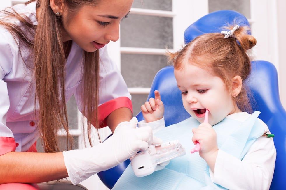 Fetita la dentist
