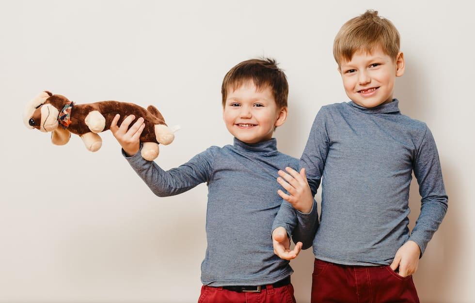 Copii imbracati cu helanci / malete