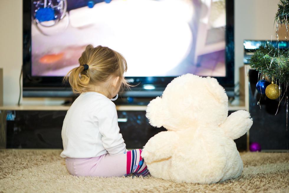 Cat de periculos este televizorul pentru copii si bebelusi?