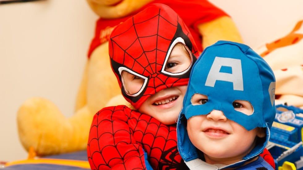 Copii imbracati in spiderman