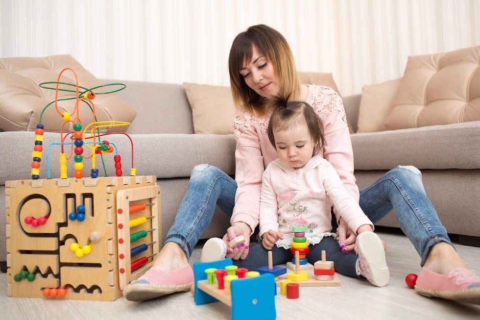 Mamica cu fetita se joaca